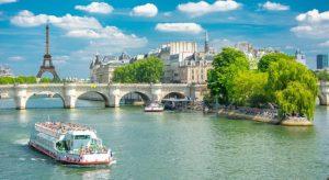 Berges de la Seine Paris, France
