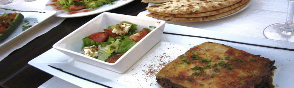 Moussaka Et Salade Grecque